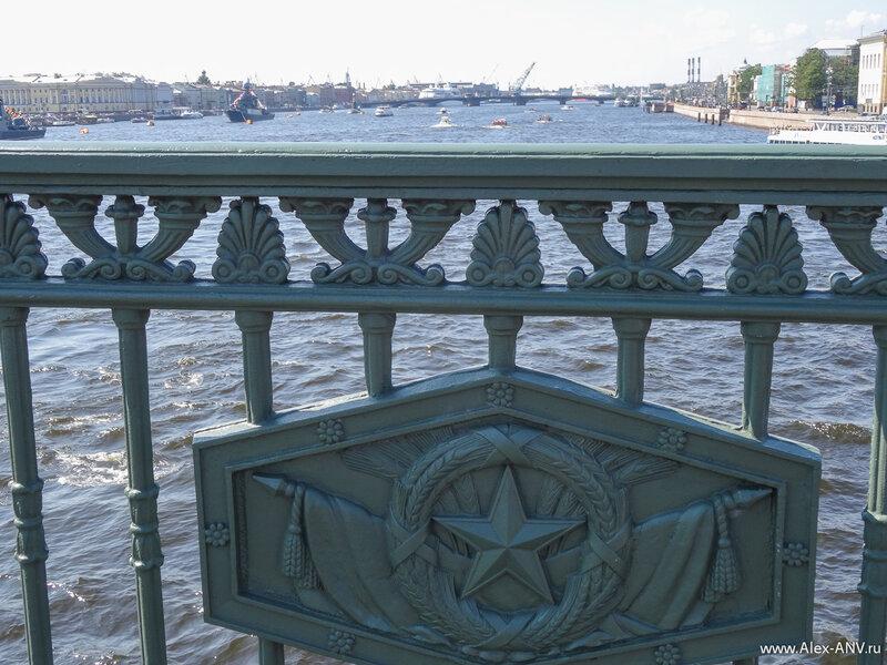 Ограждение Дворцового моста.