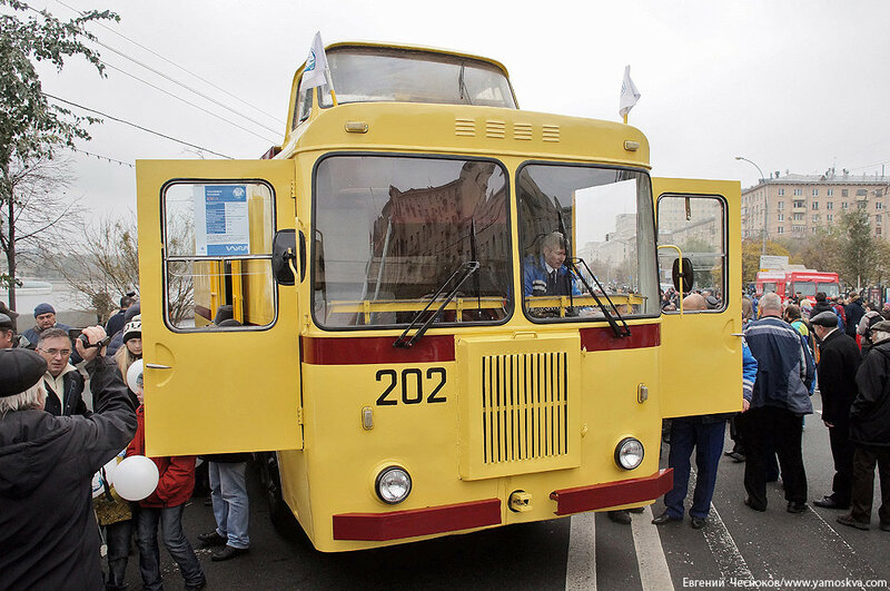 Осень. Парад троллейбусов. 24.10.15.20..jpg