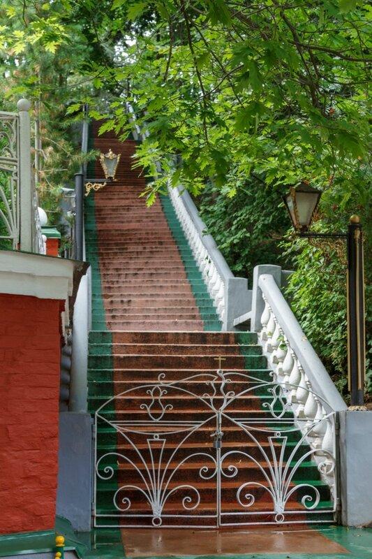 Парадная лестница, Псково-Печерский монастырь