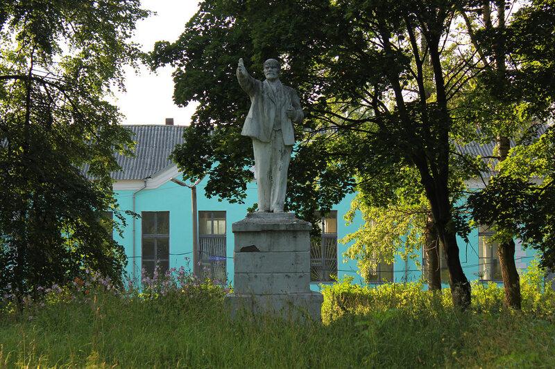 Памятник Ленину окло Ржева-Белорусского