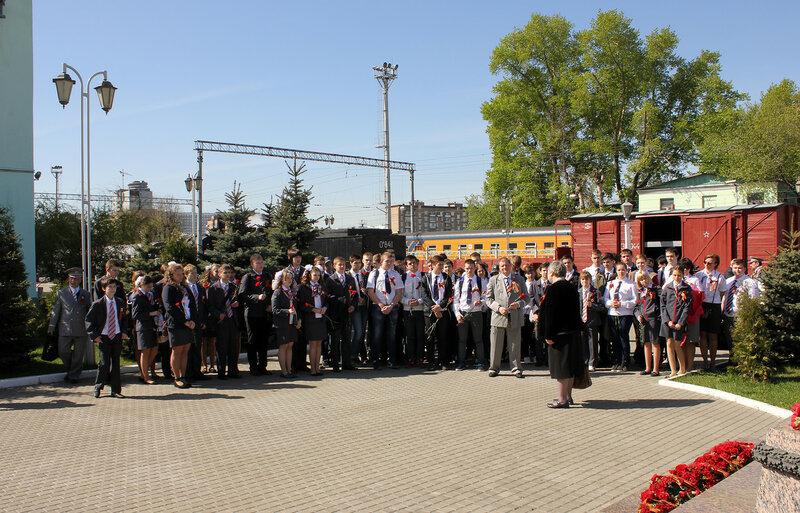 Возложение цветов к памятнику героям-железнодорожникам
