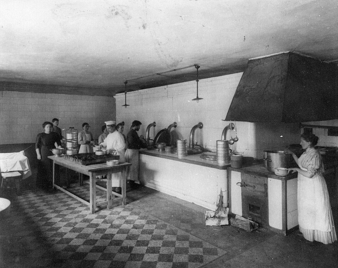 13. Кухня приюта и училища