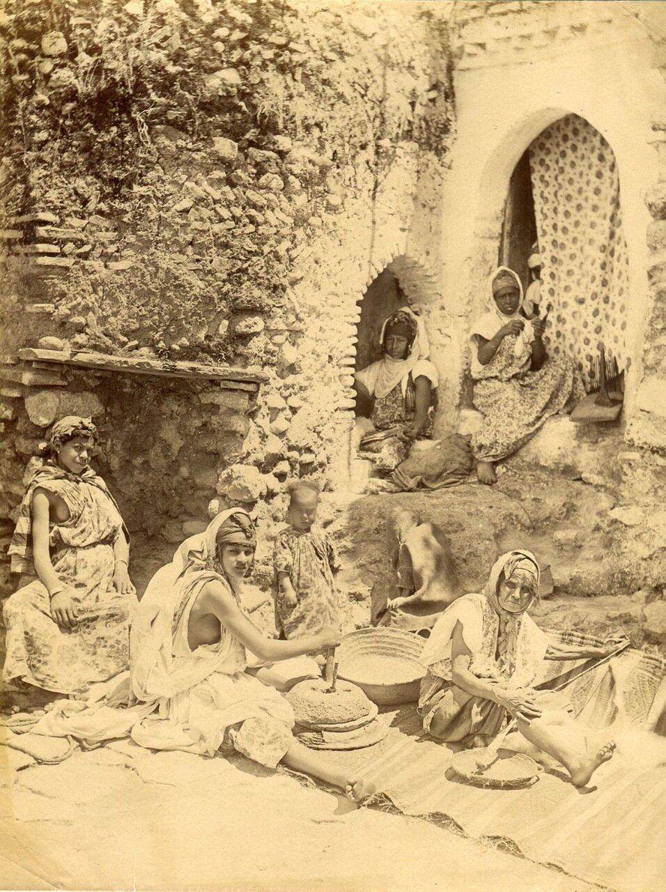 1875. Арабские женщины