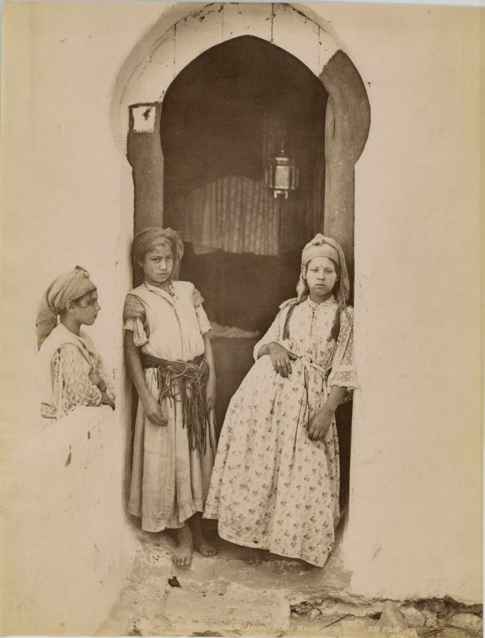 1880. Молодые девушки из Орана