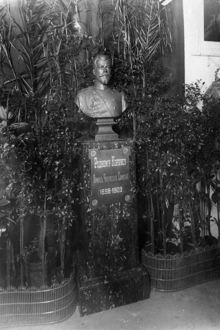 03. Бюст императора Николая II, подаренный Сиамским принцем Чакрабоном - бывшим воспитанником корпуса