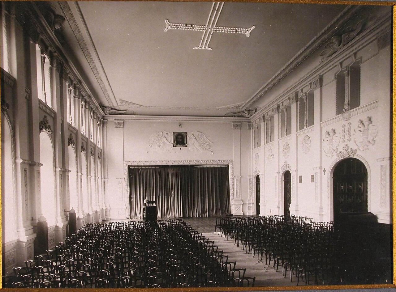06. Вид восточной части главного зала Епархиального дома
