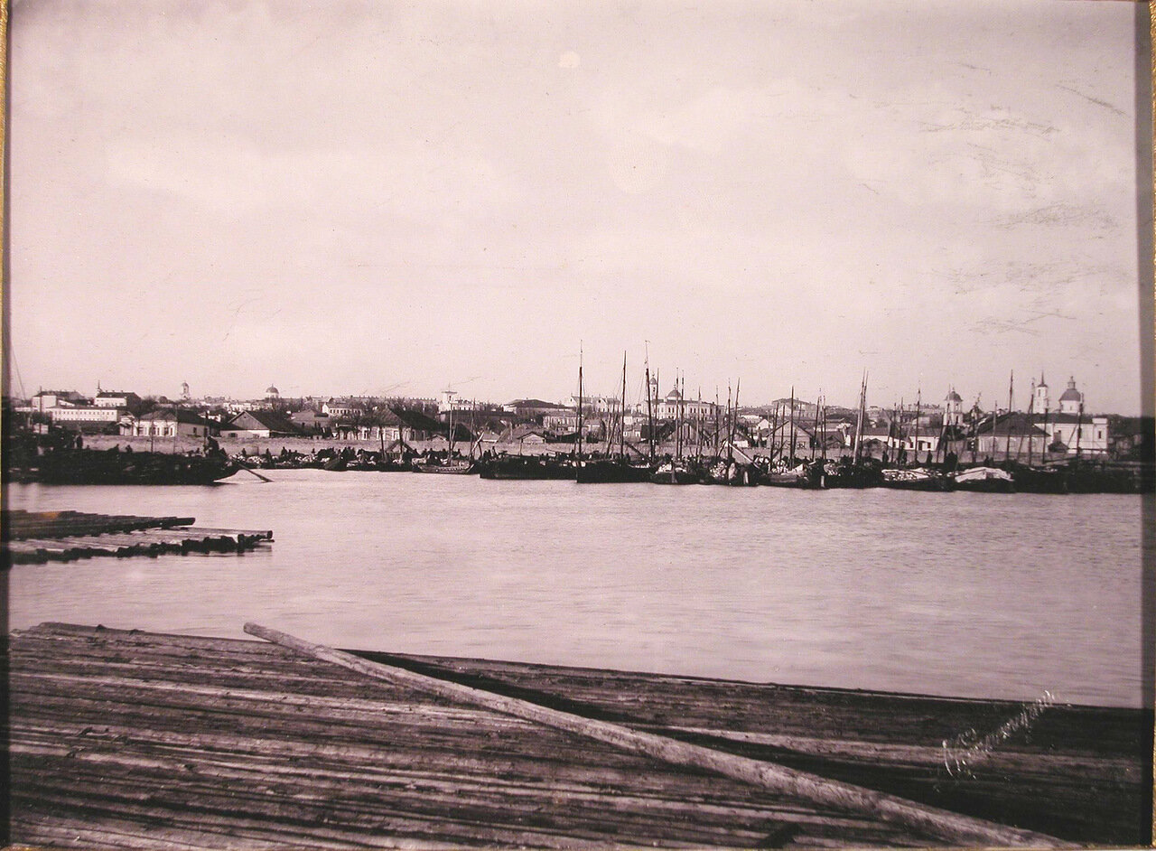 01. Вид на город с пристани