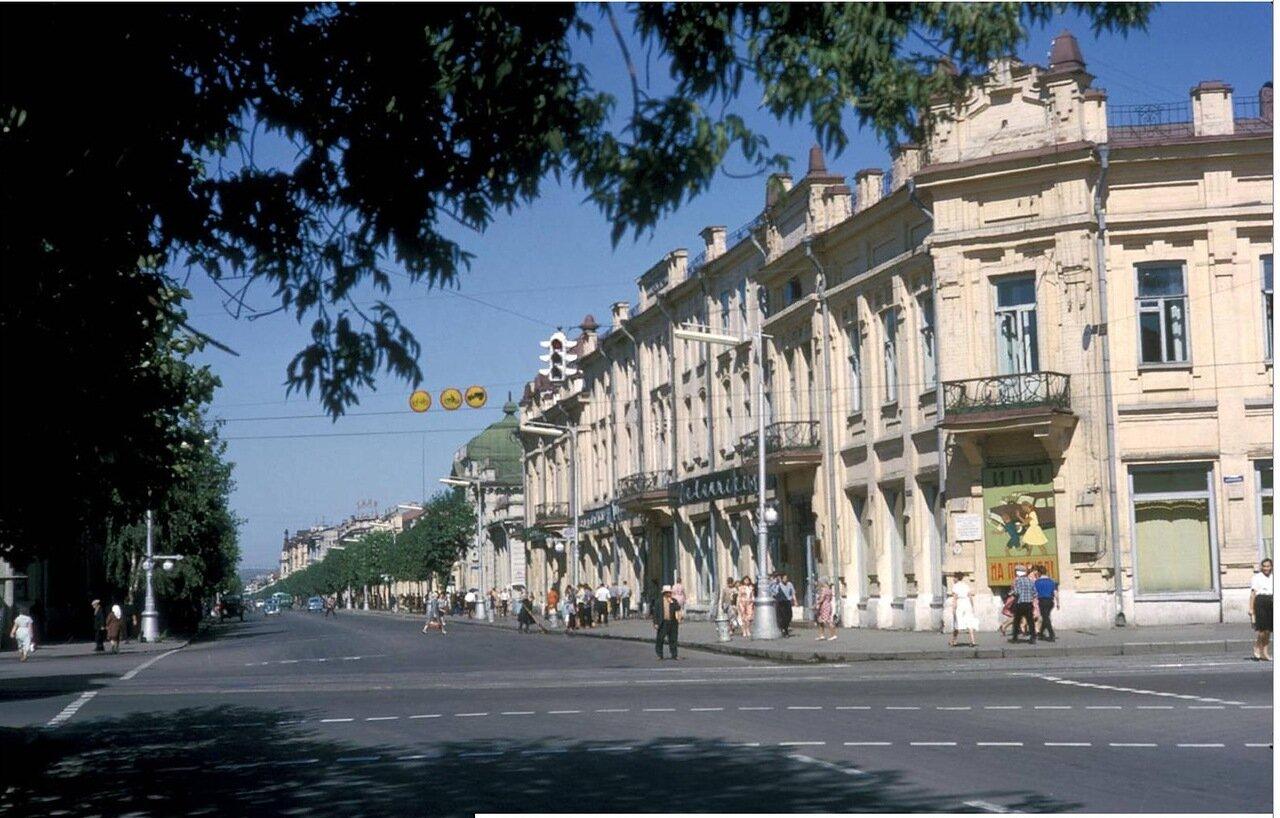 Перекресток улиц Ленина и Карла Маркса. Здание ТЮЗа (бывший отель «Централь»)