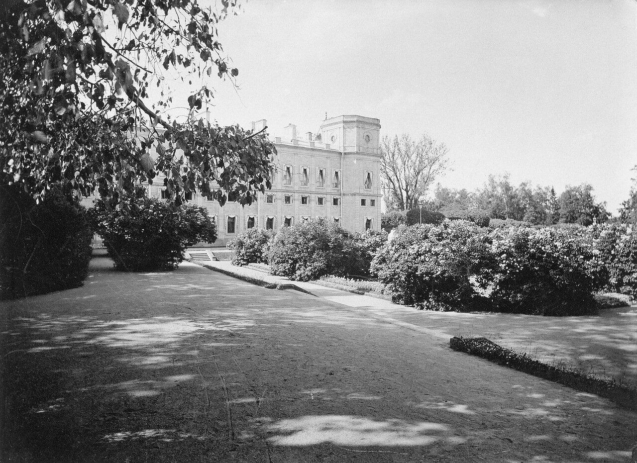 Сад у Арсенального каре Гатчинского дворца