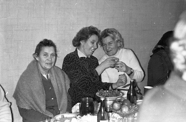 1971. Свадебное застолье