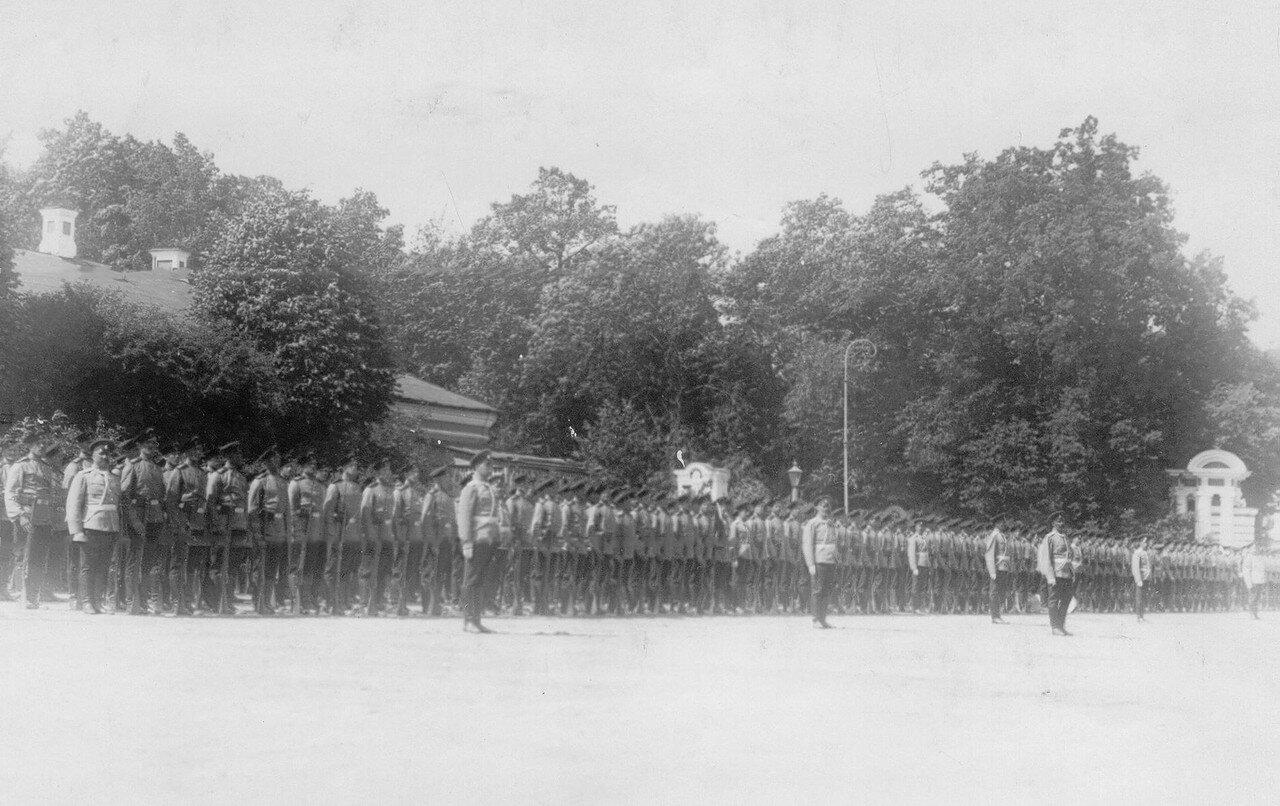 14. Личный состав полка, выстроенный перед началом парада. Петергоф. 29 июня 1913