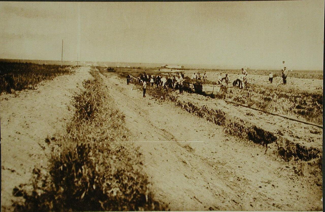 26. Рабочие во время земляных работ на 541-й версте. Амурская обл. 1910-1914