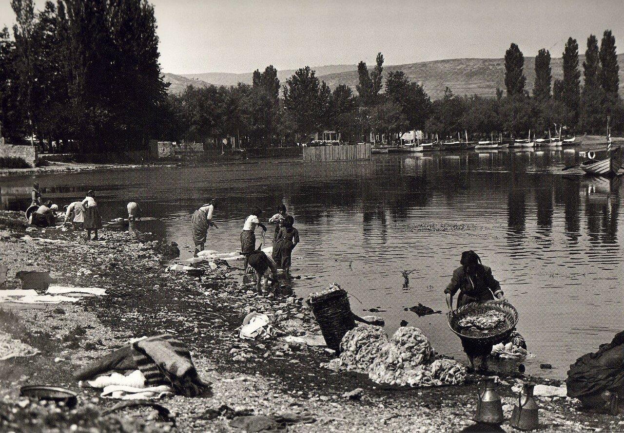 1913. Янина