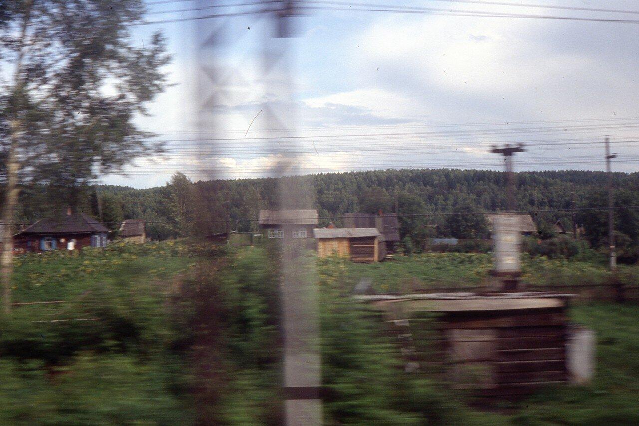 Из окна вагона поезда