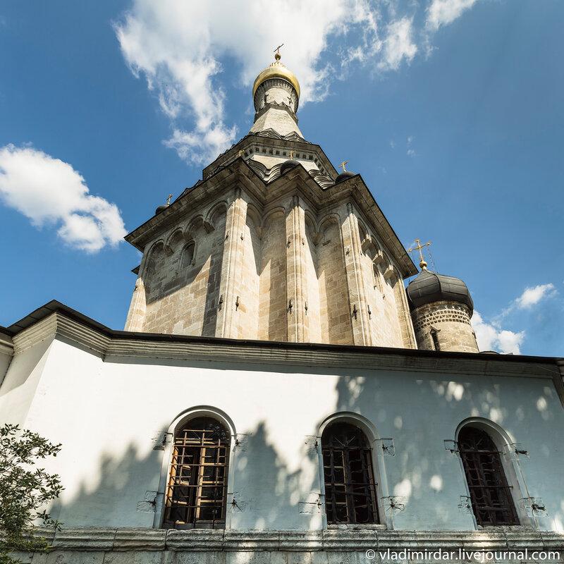 Церковь Преображения Господня с северной обходной галереей