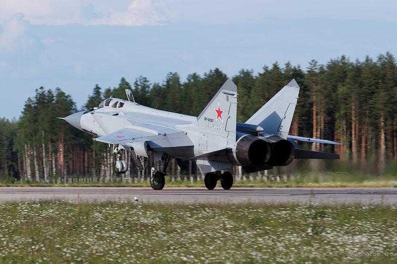 Микоян-Гуревич МиГ-31БМ (RF-92387 / 51 красный) D806554e1