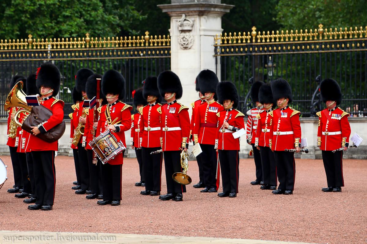 Охрана королевы Букингемского дворца провалилась на