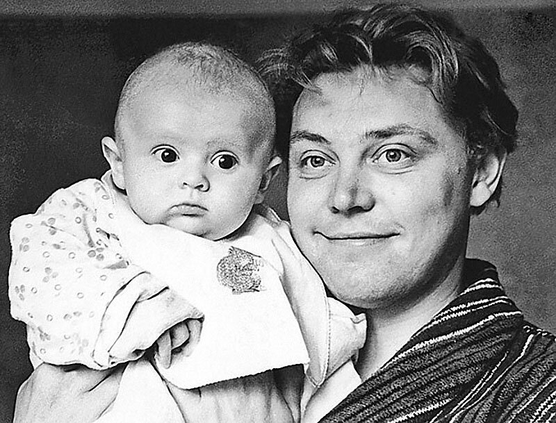 1215 Вячеслав Невинный с сыном Славой, 1966 год.jpg