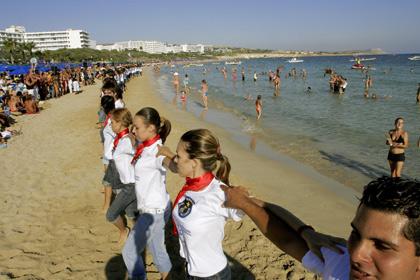 На курорте Кипра больше 800 человек танцевали «Калинку»