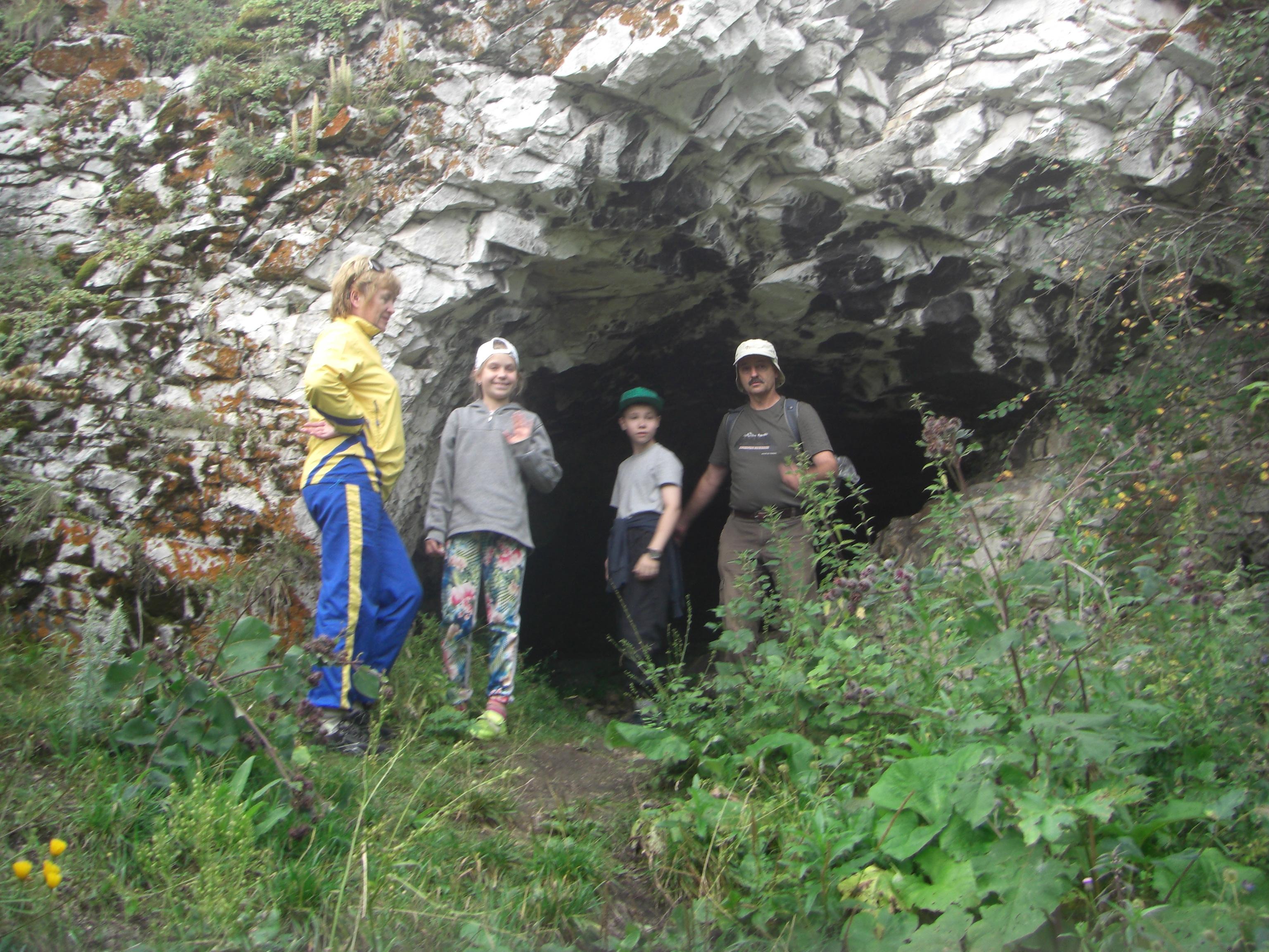 Пещера вскале