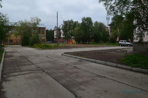Фото города Инта №7150  Полярная 18 (вечерняя школа, бывшая школа №1), 20 и 22 (вид от юго-западного угла Чайковского 8 (детского сада