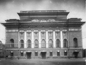 Фасад Александринского театра со стороны Театральной улицы.