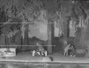 """Сцена из спектакля """"Свете Тихий"""" по пьесе Беспалова."""