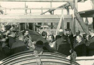 Группа инженеров на стапелях в день закладки зданий отдела Подводного плавания в присутствии морского министра адмирала И.К.Григоровича и директора завода П.Ф. Вешкурцева.