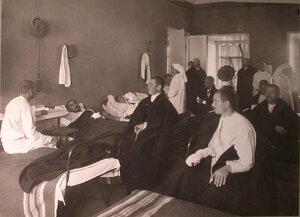 Медицинский персонал и раненые в палате лазарета Л.Л.Катцар.