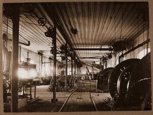 Вид участка по сбору колесных пар в одном из цехов мастерской.