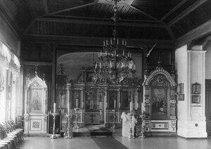 Иконостас в церкви Воскресения Христова при институте.