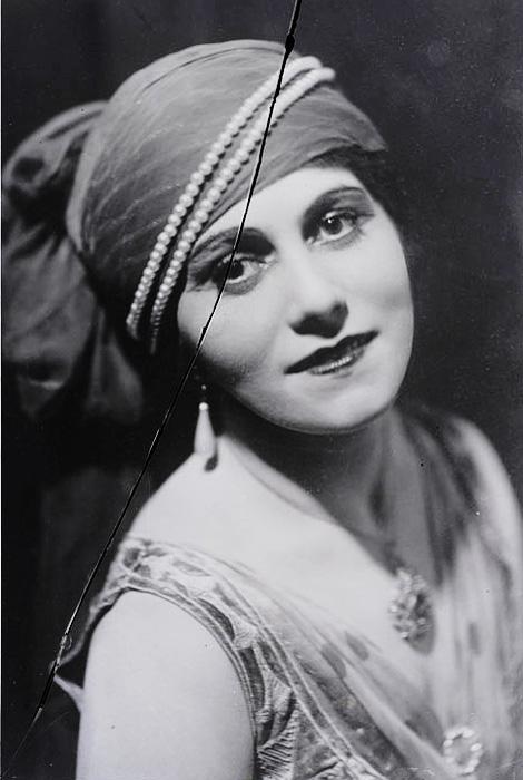 Olga-Khokhlova-in-Sheherazade_c1916.jpg