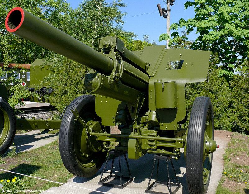 Весна. Музей ВОВ. Гаубица М-30 122-мм.1938. 08.05.08..JPG