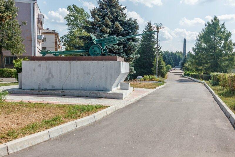 Монумент - противотанковая пушка ЗИС-2, Ржев