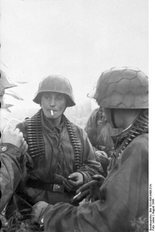 Warschauer Aufstand, rauchende Soldaten