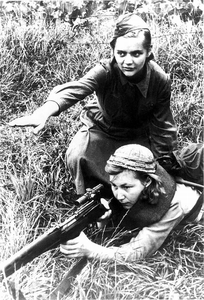 Инструктор и курсант советских снайперских курсов (1942 год)