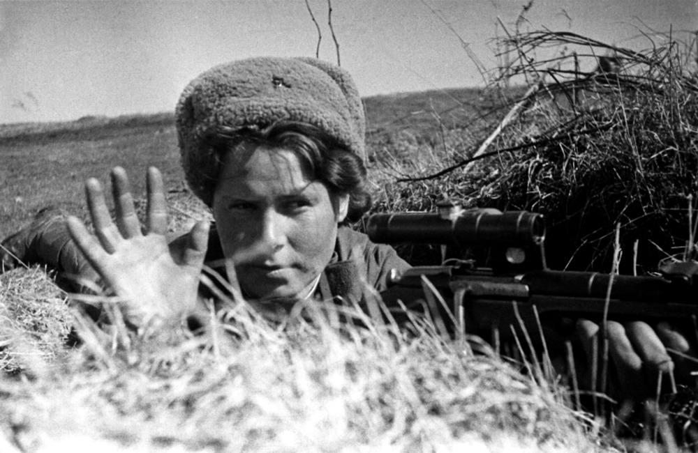Советская девушка-снайпер (1944 год)
