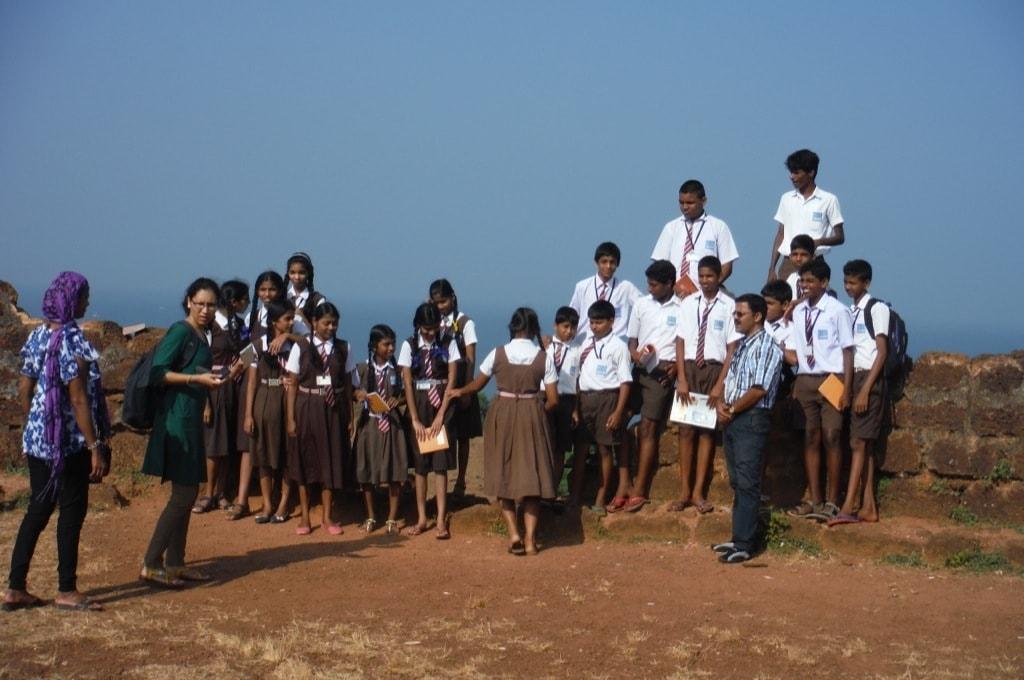 Индийские школьники на Чапорском холме