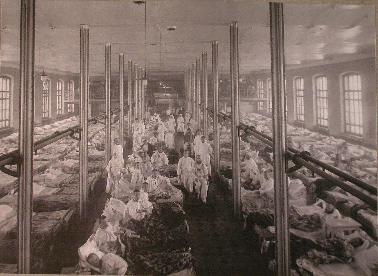05. Раненые солдаты в палате распределительного госпиталя,устроенного в помещении 1-го винного склада