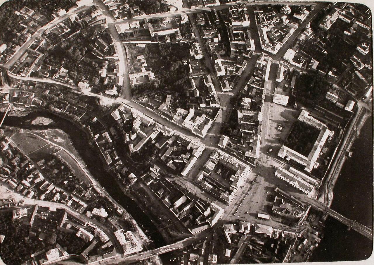 11. Вид на центральную часть города, снятую учеником - фотографом нижним чином во время полёта. Псков