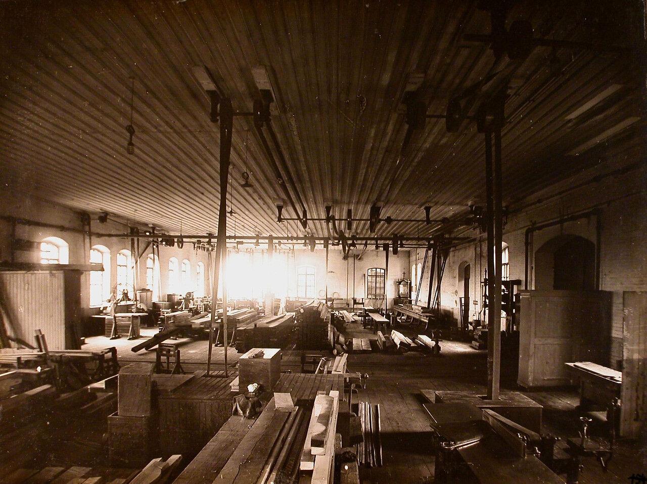 10. Общий вид столярного цеха мастерской