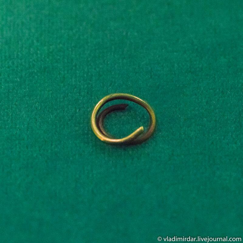 Кольцо золотое проволочное в полтора оборота. Золото сарматов.