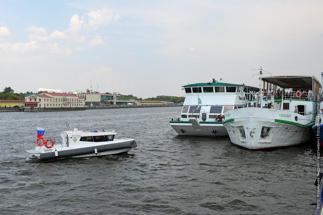 Даже патрульный катер заинтересовался новинкой: некоторое время кружил у «КолёсовЪ»