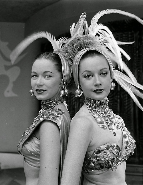 Riviera chorus girls, Las Vegas, August 1952.jpg