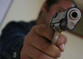 В Каушанах молодой человек попал под выстелы пьяного полицейского