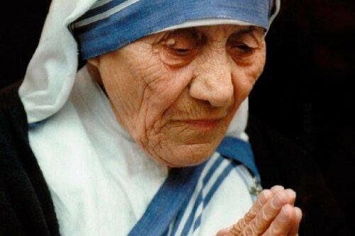 Папа Франциск решил причислить мать Терезу к лику святых