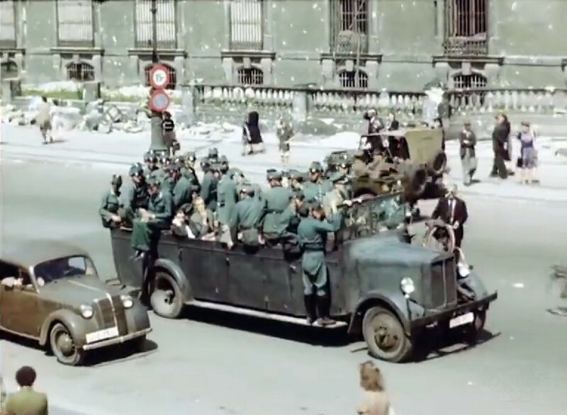 1945 Берлинв июле полиция.jpg
