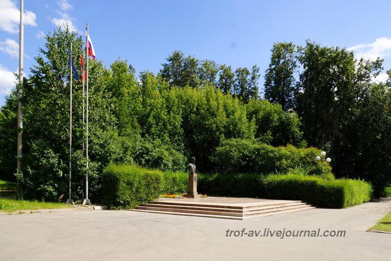 Памятник академику Жукову Б.П., Дзержинский