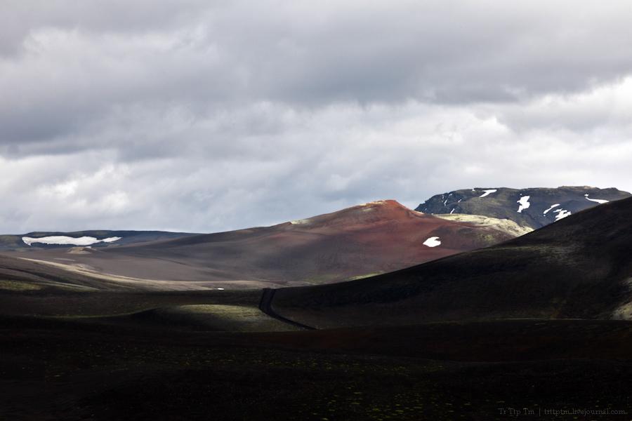 19. Чёрные берега Рейнисфьяра и кратеры вулкана Лаки.