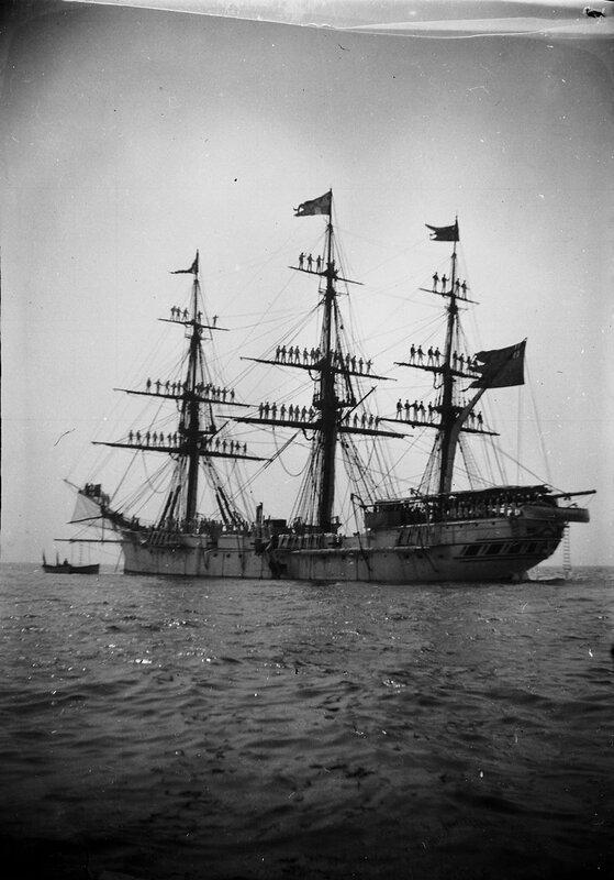 """Корабль (возможно """"Фрея"""") с экипажем, 1900"""